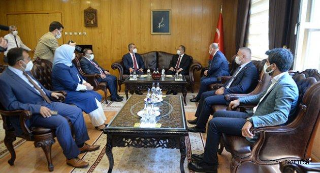 AK Parti Genel Başkan Yardımcısı Mehmet Özhaseki, CHP'li belediye başkanlarına eleştirdi