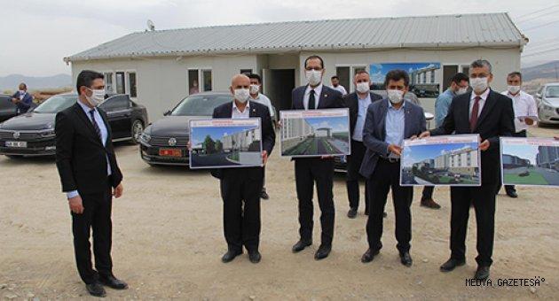 AK Parti Kahramanmaraş milletvekilleri yurt inşaatında incelemelerde bulundu