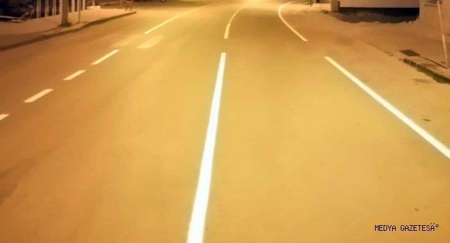 Göksun'da yol çizgileri yenileniyor