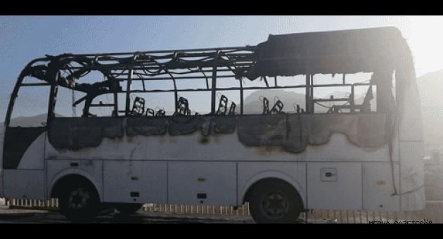 Hatay'da park halindeki minibüs yandı