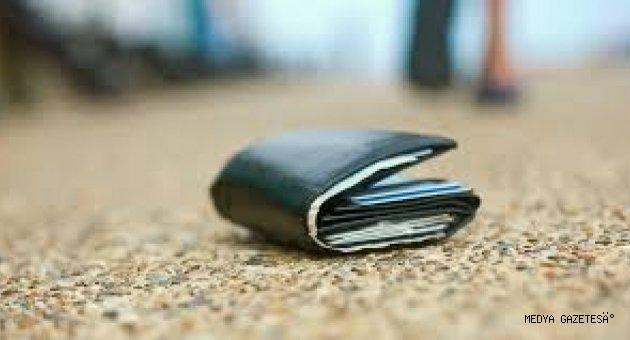Kahramanmaraş'ta bir kişi sokakta bulduğu cüzdanı sahibine ulaştırdı
