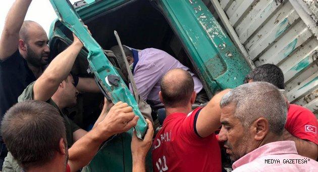 Osmaniye'de kamyonet devrildi: 2 yaralı